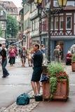 STRASBOURG FRANCE/EUROPE - JULI 19: Busking i Strasbourg på J arkivbilder