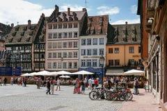 STRASBOURG FRANCE/EUROPE - JULI 17: Upptagen fyrkant i Strasbourg Arkivfoton