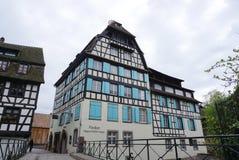 Strasbourg Frankrike - 3 Maj, 2016: Härlig gammal stad av Strasbour Royaltyfri Bild