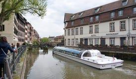 Strasbourg Frankrike - 3 Maj, 2016: Härlig gammal stad av Strasbour Fotografering för Bildbyråer