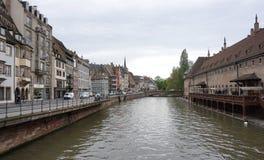 Strasbourg Frankrike - 3 Maj, 2016: Härlig gammal stad av Strasbour Arkivbilder
