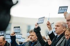 Strasbourg tient le vigile silencieux pour ceux tués dans l'attaque de Paris Image stock
