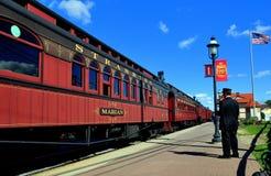 Strasburg, PA: Dyrygenta i linii kolejowej samochody Obrazy Stock