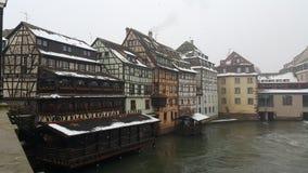 Strasburg przy bożymi narodzeniami rzeki i rzeczny statek wycieczkowy, ten czas wchodzić do 2015 z unfrozen rzeką Zdjęcie Stock