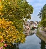 Strasburg, wodny kanał i ładny dom w Małym Francja terenie, obraz stock