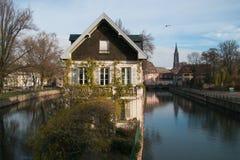 Strasburg, wodny kanał w Małym Francja terenie obraz royalty free