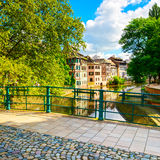 Strasburg, wodny kanał w Małym Francja terenie i moscie, Unesco zdjęcia stock