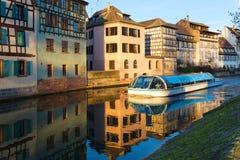 Strasburg, wodny kanał w Małym Francja terenie Połówka cembrujący hou fotografia royalty free