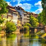 Strasburgo, canale nell'area di Petite France, sito dell'acqua dell'Unesco Alsa Fotografia Stock Libera da Diritti