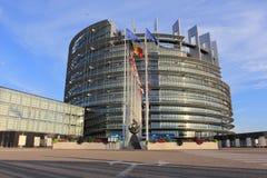 STRASBURGO, FRANCIA - 7,2017 AUGUSTI: Parlamento Europeo e bandiere di paesi dell'UE a Strasburgo, l'Alsazia, Francia Fotografia Stock Libera da Diritti