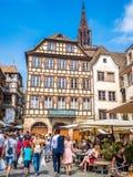 Strasburgo, Francia - la vista del distretto storico in vecchia città, si accoccola su un'isola costituita da due armi del fiume  fotografia stock libera da diritti
