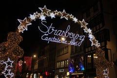Strasburski Bożenarodzeniowy świecznika łuk fotografia royalty free