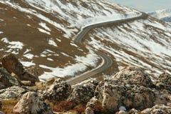 Strascichi la strada e le rocce del Ridge Fotografie Stock