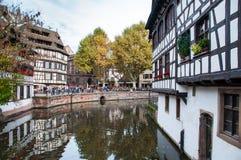 STRASSBURG, FRANKREICH - 25. OKTOBER: Kanal in Petite France -Bereich, OC stockfotos