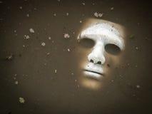 Straszna Halloween maska tonie w wodzie Zdjęcie Stock