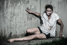Straszna undead żywego trupu dziewczyna Obrazy Royalty Free