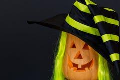 Straszne Halloweenowe banie w kapeluszu, czarny tło Zdjęcia Royalty Free