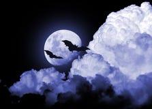 Straszni osamotneni księżyc nocy nietoperze Zdjęcia Royalty Free