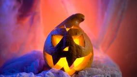 Straszny Halloweenowy Dyniowy patrzeć przez dymu Jarzący się, dymiący potwór bani od głębii piekło zbiory