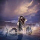 Straszny Loch Ness potwór wyłania się od wody Fotografia Stock