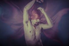 Straszny, Męski wampir z ogromnym czerwonym żakietem, i krew Zdjęcie Stock