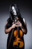 Straszny potwór bawić się violing Obrazy Stock