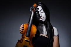 Straszny potwór bawić się violing Obraz Stock