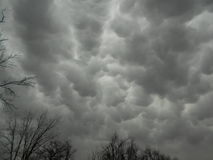 Straszny Szary niebo z Mammatus chmurami Obraz Royalty Free