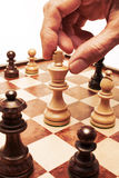 strategi för flyttning för affärsschackhand Arkivfoto