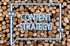 Strategi för innehåll för handskrifttexthandstil Massmedia för information om begreppsbetydelsemarknadsföring som annonserar ledn royaltyfri foto