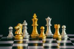 Strategia szachy bitwy inteligenci wyzwania gra na chessboard Fotografia Royalty Free
