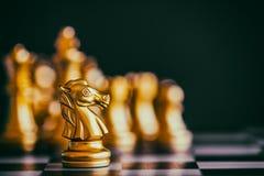 Strategia szachy bitwy inteligenci wyzwania gra na chessboard Obrazy Royalty Free