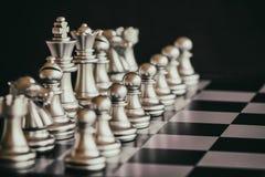 Strategia szachy bitwy inteligenci wyzwania gra na chessboard Obraz Stock