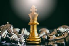 Strategieschachkampf Intelligenz-Herausforderungsspiel auf Schachbrett Stockbilder