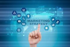 Strategii marketingowej pojęcie na wirtualnym ekranie Interneta, reklamy i technologii cyfrowej pojęcie, 3d kosz ukuwać nazwę wzr Fotografia Royalty Free