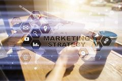 Strategii marketingowej pojęcie na wirtualnym ekranie Interneta, reklamy i technologii cyfrowej pojęcie, 3d kosz ukuwać nazwę wzr Zdjęcie Stock