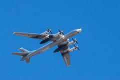 Strategischer Bomber im Flug lizenzfreies stockfoto