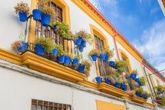 Straten in een wit dorp van Andalucia, zuidelijk Spanje Stock Afbeeldingen