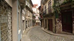 Straten en huizen in de Porto Oude stad, Portugal Reis stock videobeelden