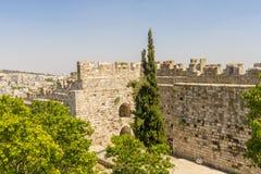 Straten en huizen in Ierusalim stock afbeeldingen