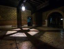 Straten, galerijen en arcades van Verona Italië stock foto