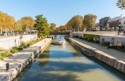 Straten, scènes en architectuur Narbonne, Frankrijk stock afbeelding