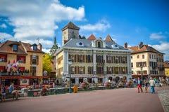 Straten van Annecy op een de zomerdag Royalty-vrije Stock Foto