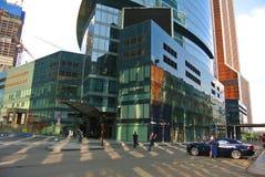Straten van een nieuw commercieel centrum in Moskou-Stad stock afbeeldingen