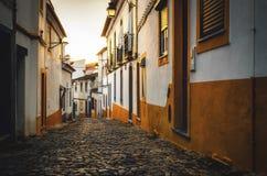 Straten van Evora Portugal bij Zonsondergang stock foto's