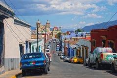 Straten van koloniale stad Oaxaca, Mexico stock foto's