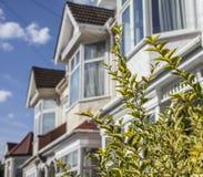 Straten van Londen - huizen op een zonnige dag Royalty-vrije Stock Afbeeldingen