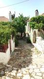 Straten van Oude stad Alonissos, Griekenland royalty-vrije stock foto's