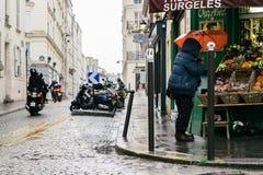 Straten van Parijs in de Regen Royalty-vrije Stock Afbeeldingen