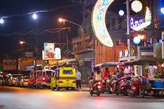 Straten van Patong bij nacht in Thailand Stock Afbeelding